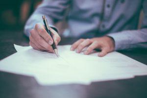 Fii atent la 2 clauze care NU trebuie sa existe in contractul de credit